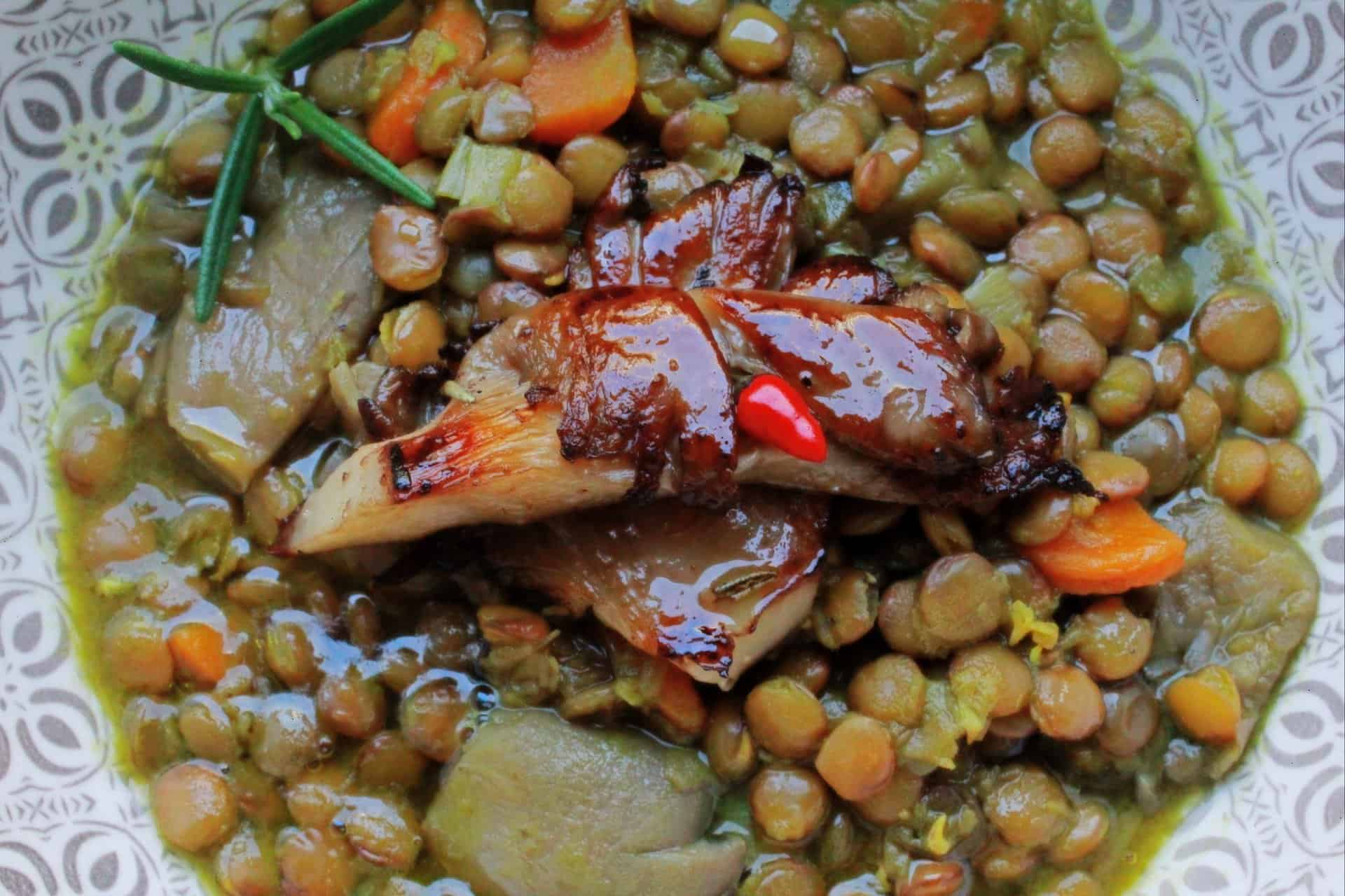 piatto di lenticchie rustiche tradizionali
