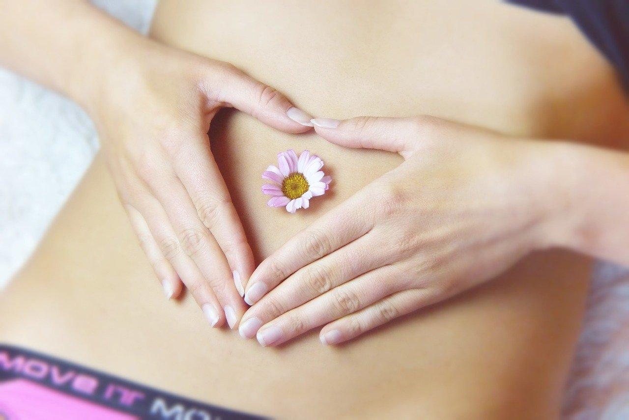 alleviare i dolori mestruali naturalmente