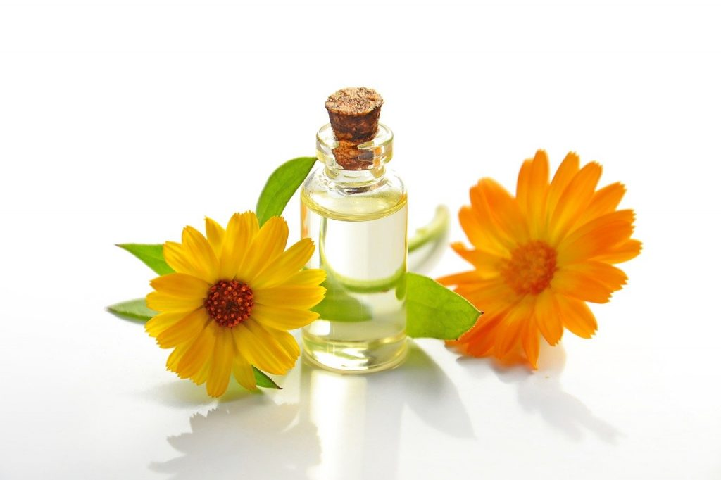 olio calendula alleviare i dolori mestruali