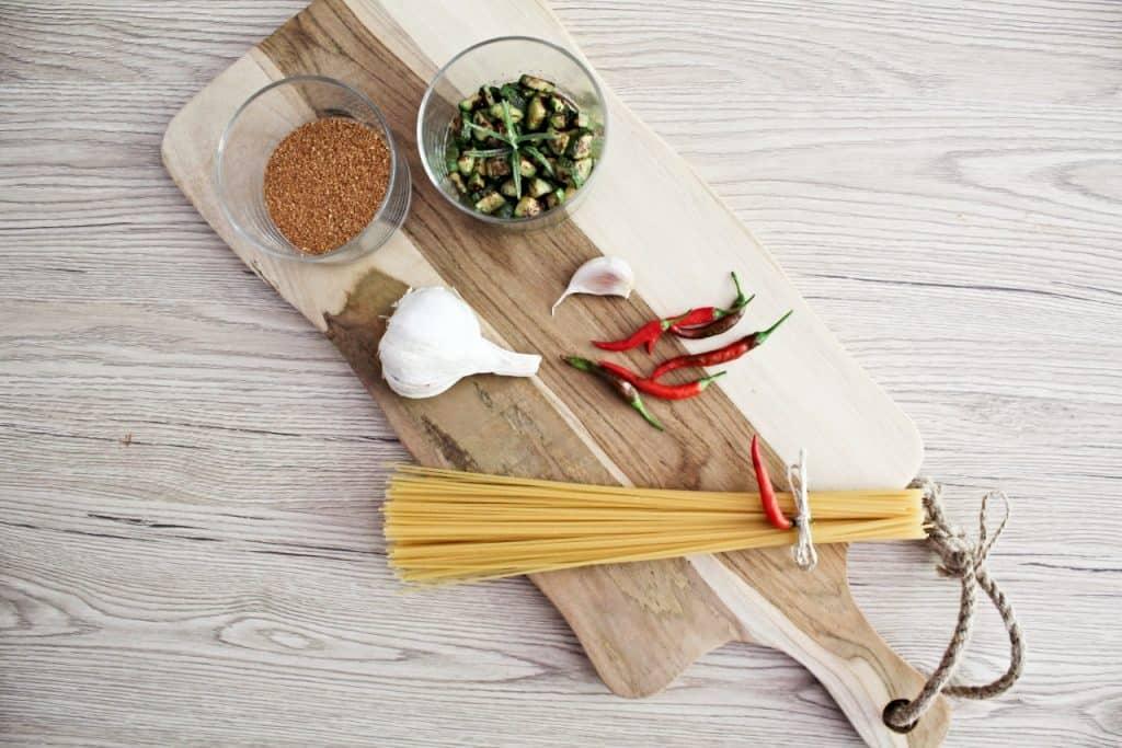 ingredienti spaghetti aglio olio peperoncino pangrattato zucchine