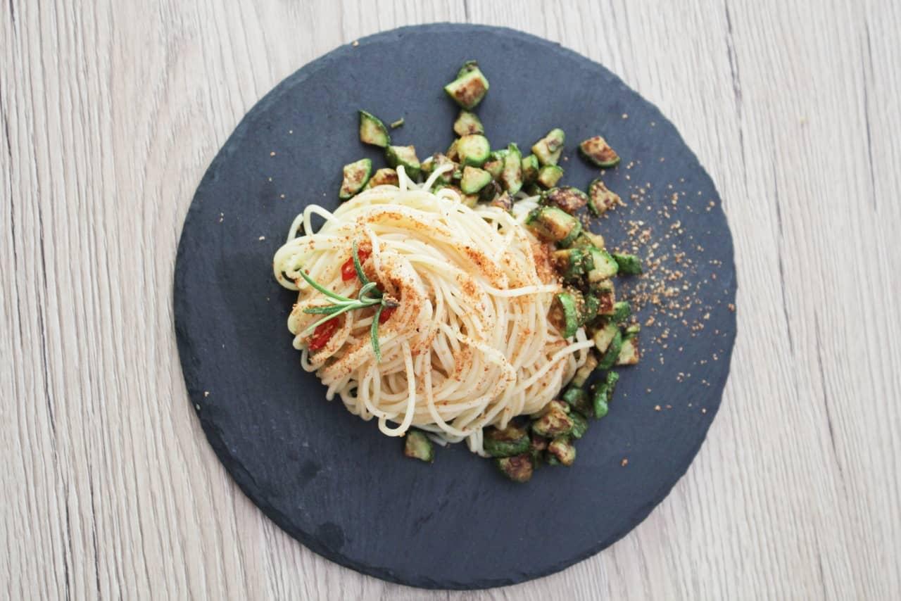 ricetta spaghetti aglio olio peperoncino pangrattato zucchine